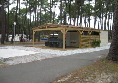conception, fabrication et installation de blocs sanitaires ouverts