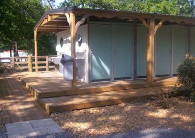 Installation de blocs sanitaires ouverts pour les campings