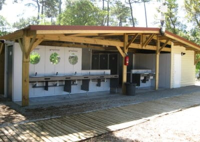 vue exterieur bloc sanitaire camping