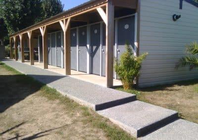 réalisation d'un bloc sanitaire ouvert pour camping