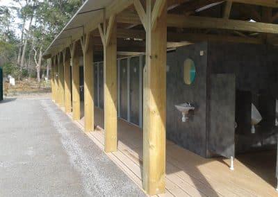 bloc sanitaire ouvert pour un camping