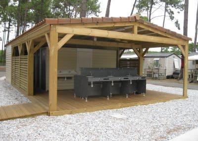 bloc sanitaire ouvert pour camping dans les landes