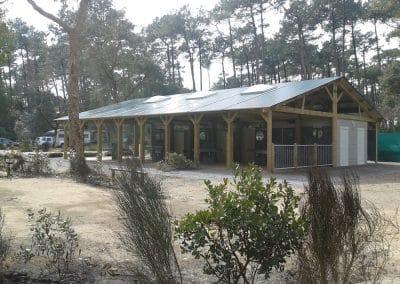 installation d'un bloc sanitaire ouvert pour un camping dans les landes