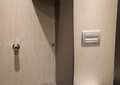 Cabine WC dans le bloc sanitaire