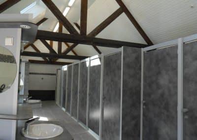Intérieur bloc sanitaire campings