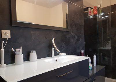 Salle de bains, panneau mural et douche KVI