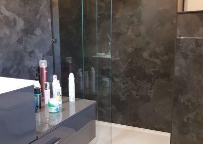 Installation douche italienne avec panneaux compact