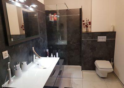 Salle de bains réalisé en panneaux compact avec les solutions Kit Vulcain