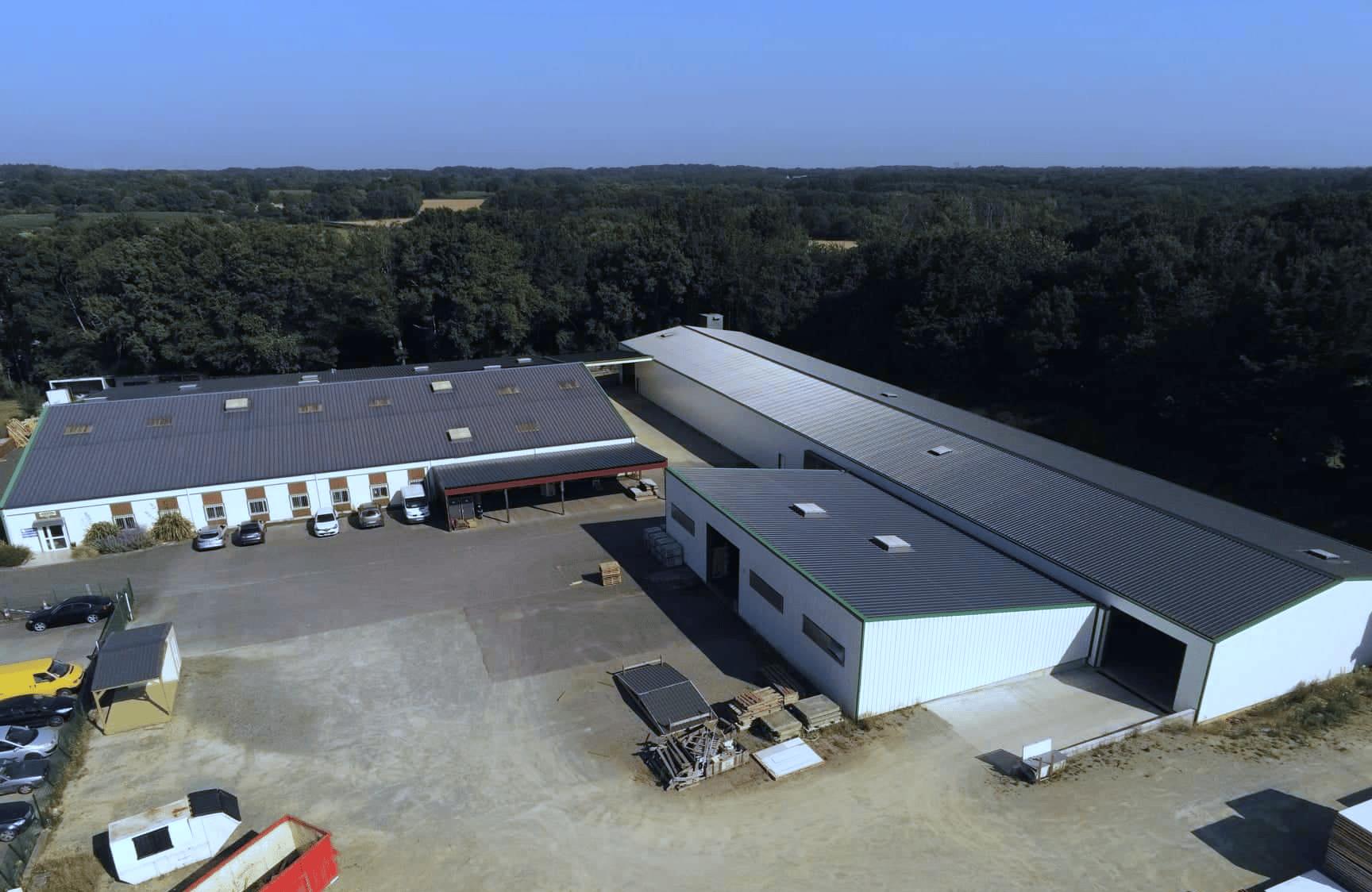 Vue aérienne de l'usine Kit Vulcain Industries à Malville (44)